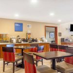 Comfort Inn & Suites Rocklin - Roseville breakfast room with table seating